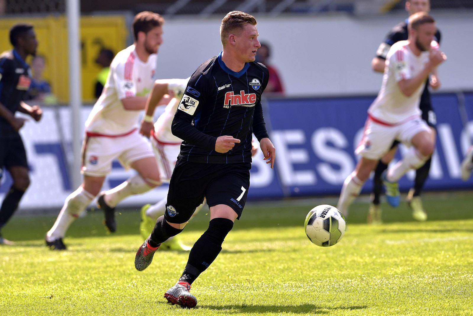 Marlon Ritter am Ball für den SC Paderborn