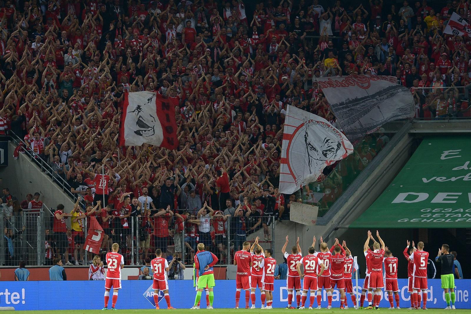 Fans des 1. FC Union Berlin beim Spiel gegen den 1. FC Köln