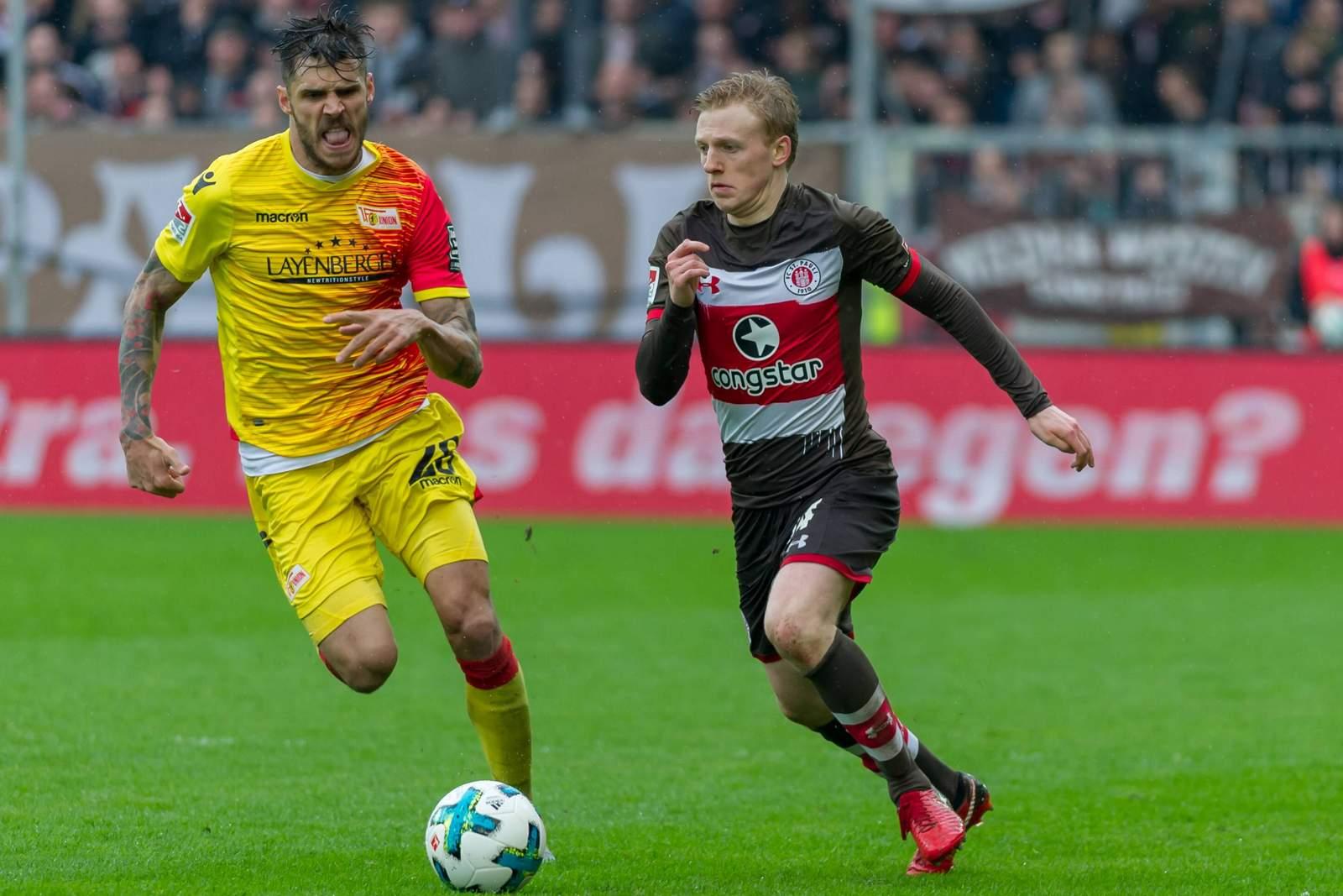 Christopher Trimmel verfolgt Mats Möller Daehli. Jetzt auf Union Berlin gegen St. Pauli wetten.