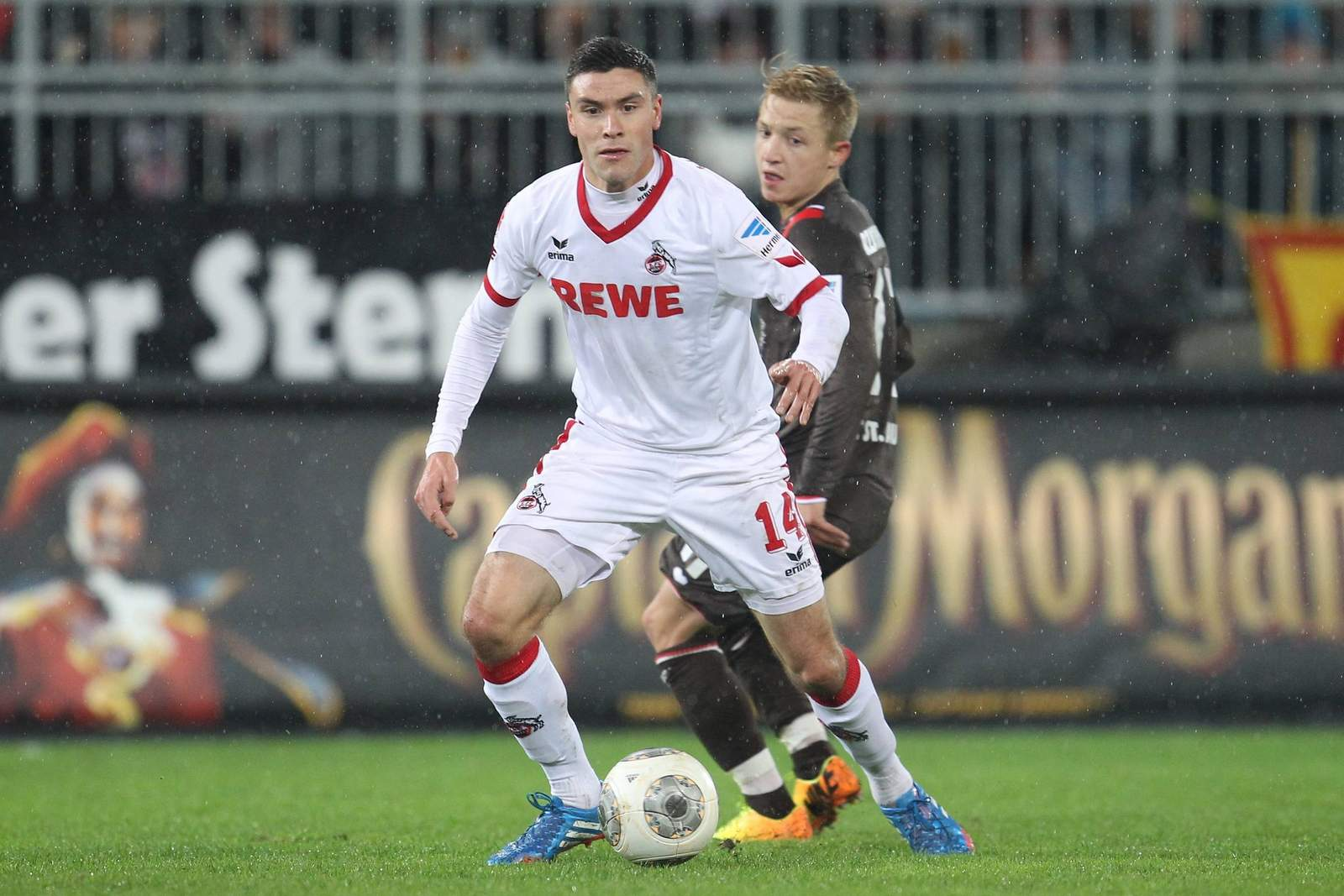 Jonas Hector mit dem Ball am Fuß. Jetzt auf St. Pauli gegen Köln wetten.
