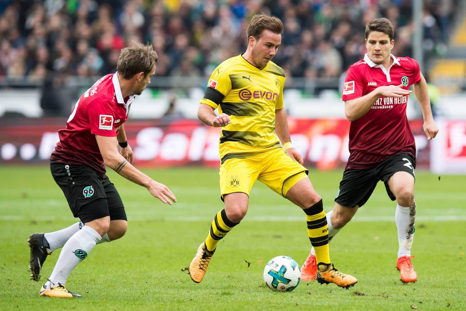 Oliver Sorg und Pirmin Schwegler gegen Mario Götze. Jetzt auf die Partie Hannover gegen BVB wetten