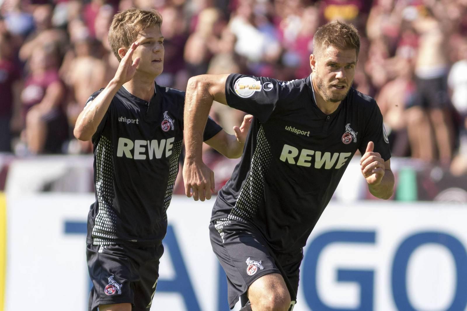 Vincent Koziello und Simon Terodde beim Pokalspiel des 1. FC Köln