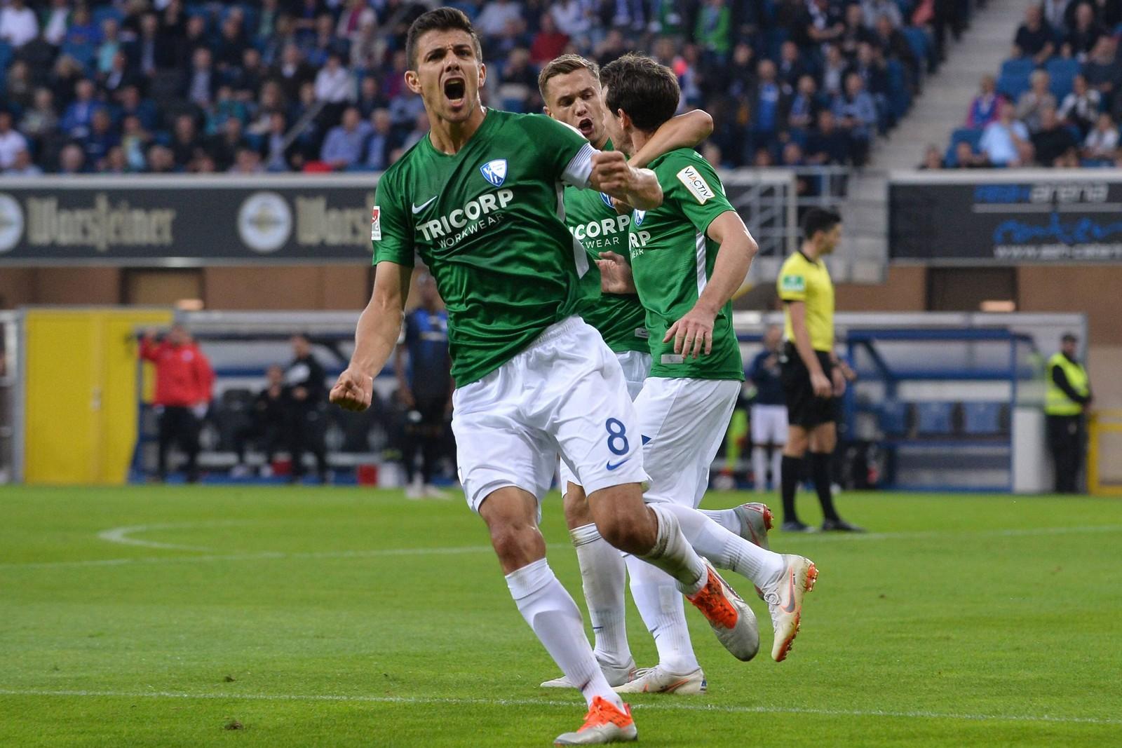 Anthony Losilla feiert ein Tor für den VfL Bochum