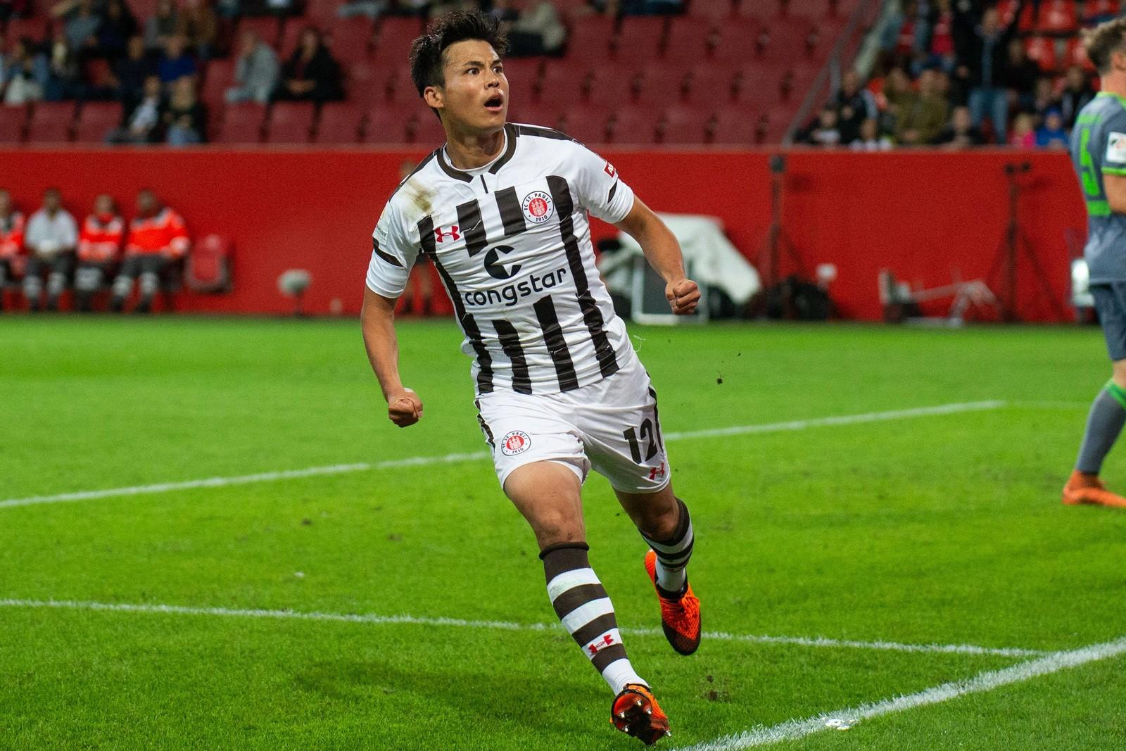 Ryo Miyaichi vom FC St. Pauli bejubelt seinen Siegtreffer gegen den FC Ingolstadt.