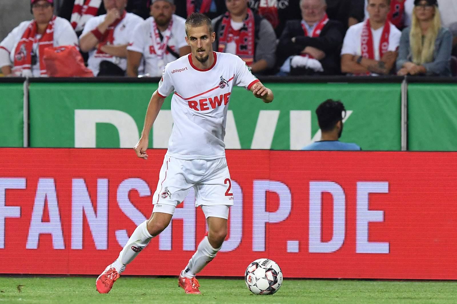 Dominik Drexler verteidigt den Ball. Jetzt auf Köln gegen Paderborn wetten.