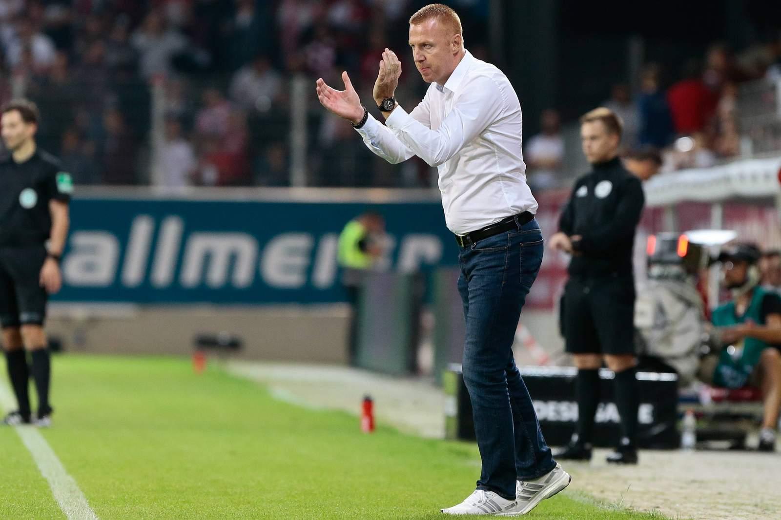 Maik Walpurgis feuert Dynamo Dresden in Regensburg an