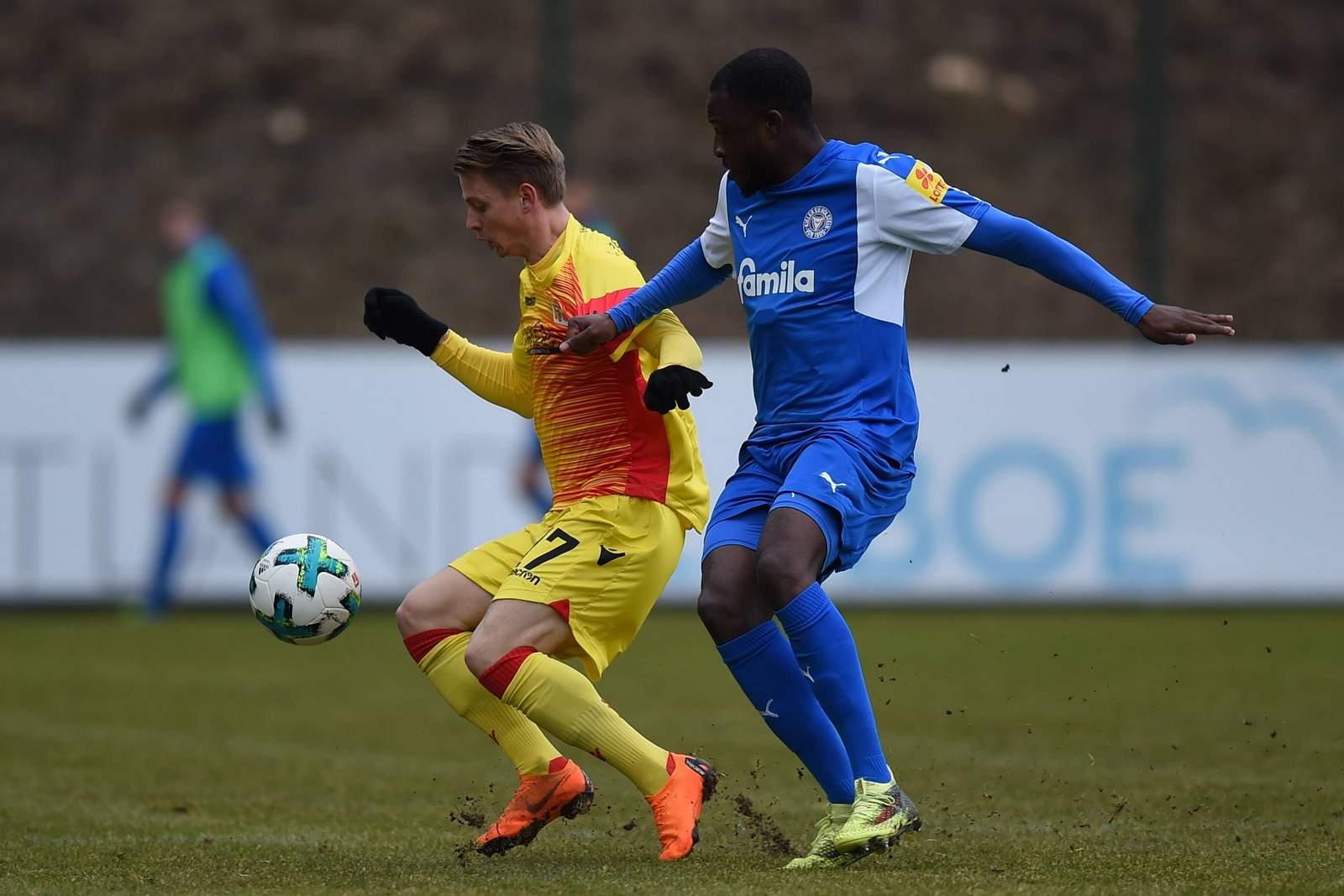 Setzt sich Simon Hedlund gegen David Kinsombi durch? Jetzt auf Union Berlin gegen Holstein Kiel wetten.