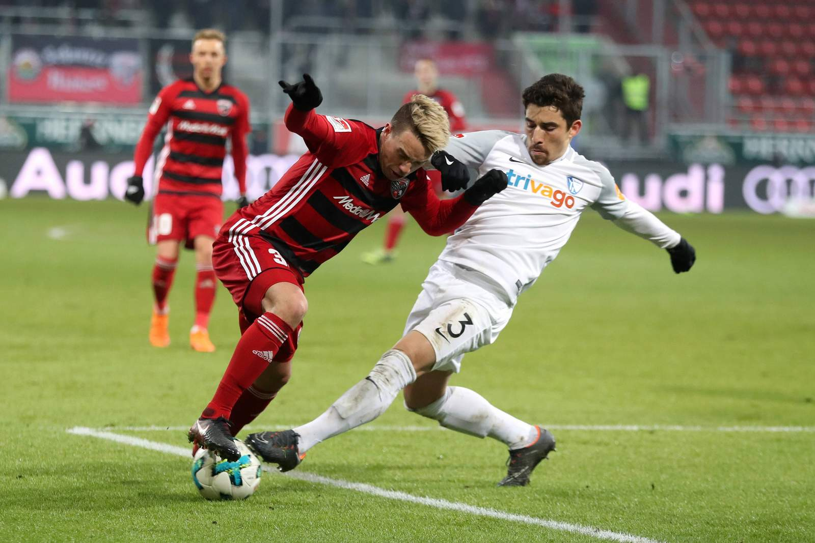 Thomas Pledl wird von Danilo Soares attackiert. Jetzt auf Bochum gegen Ingolstadt wetten.