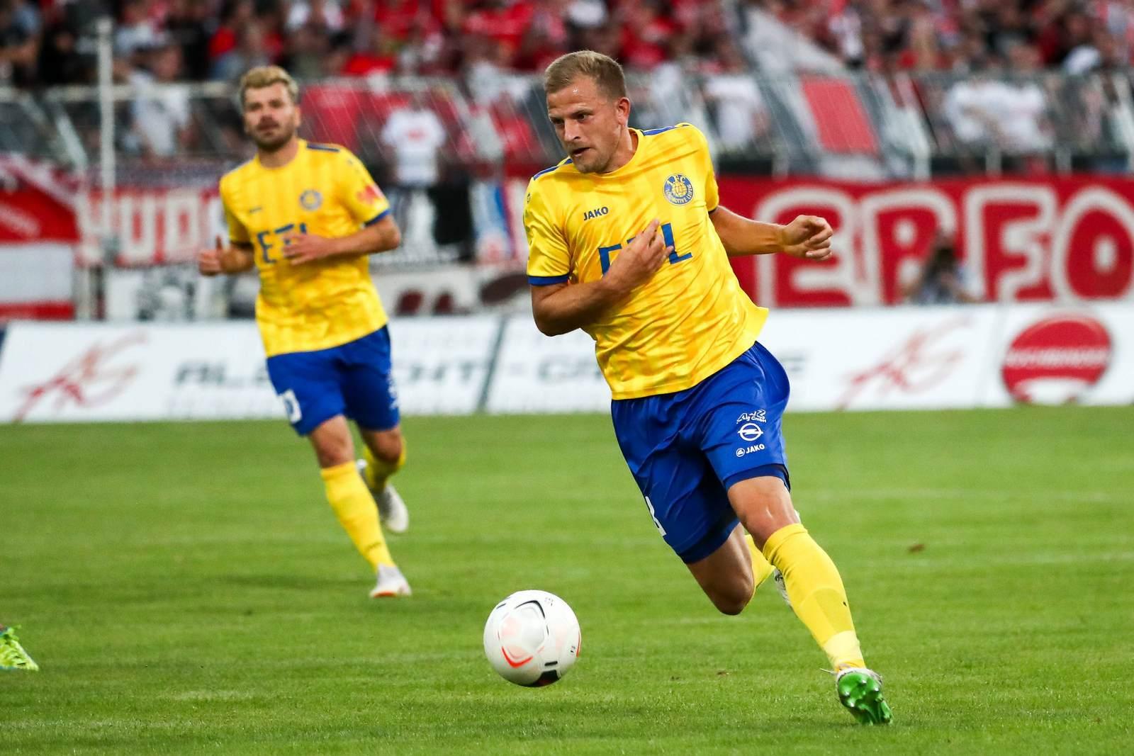 Nicky Adler am Ball für Lok Leipzig
