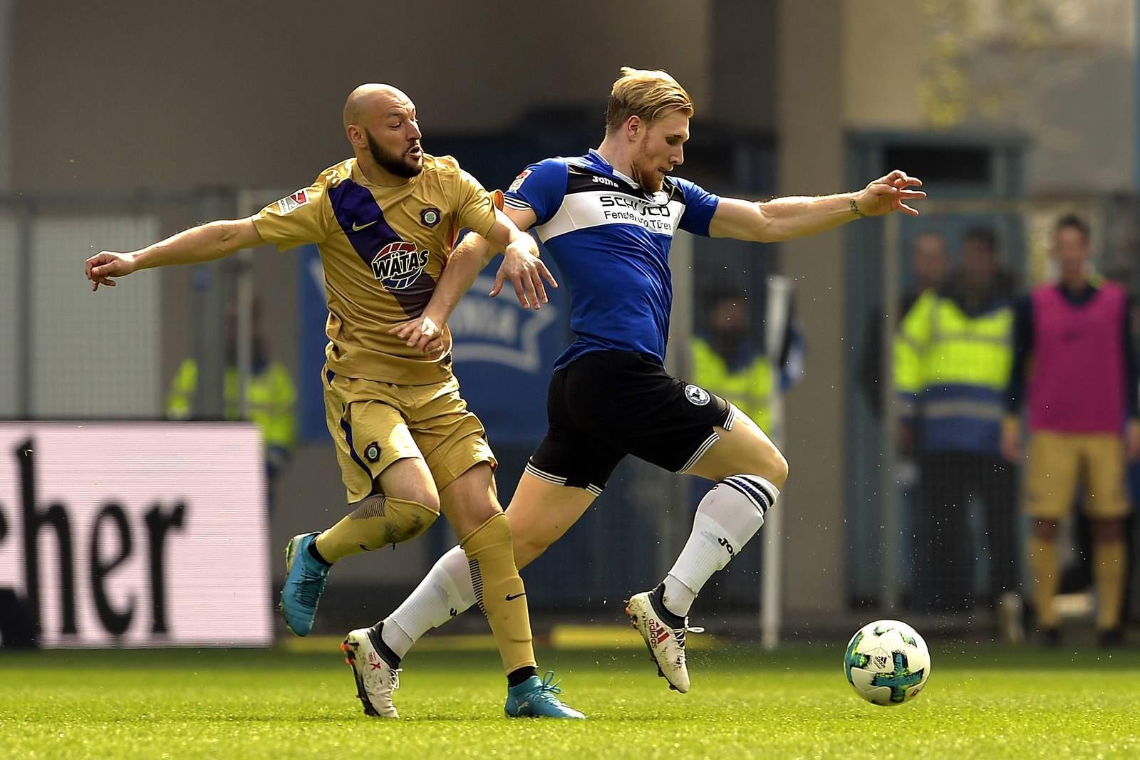 Kann Philipp Riese Andreas Voglsammer aufhalten? Jetzt auf Aue gegen Bielefeld wetten.