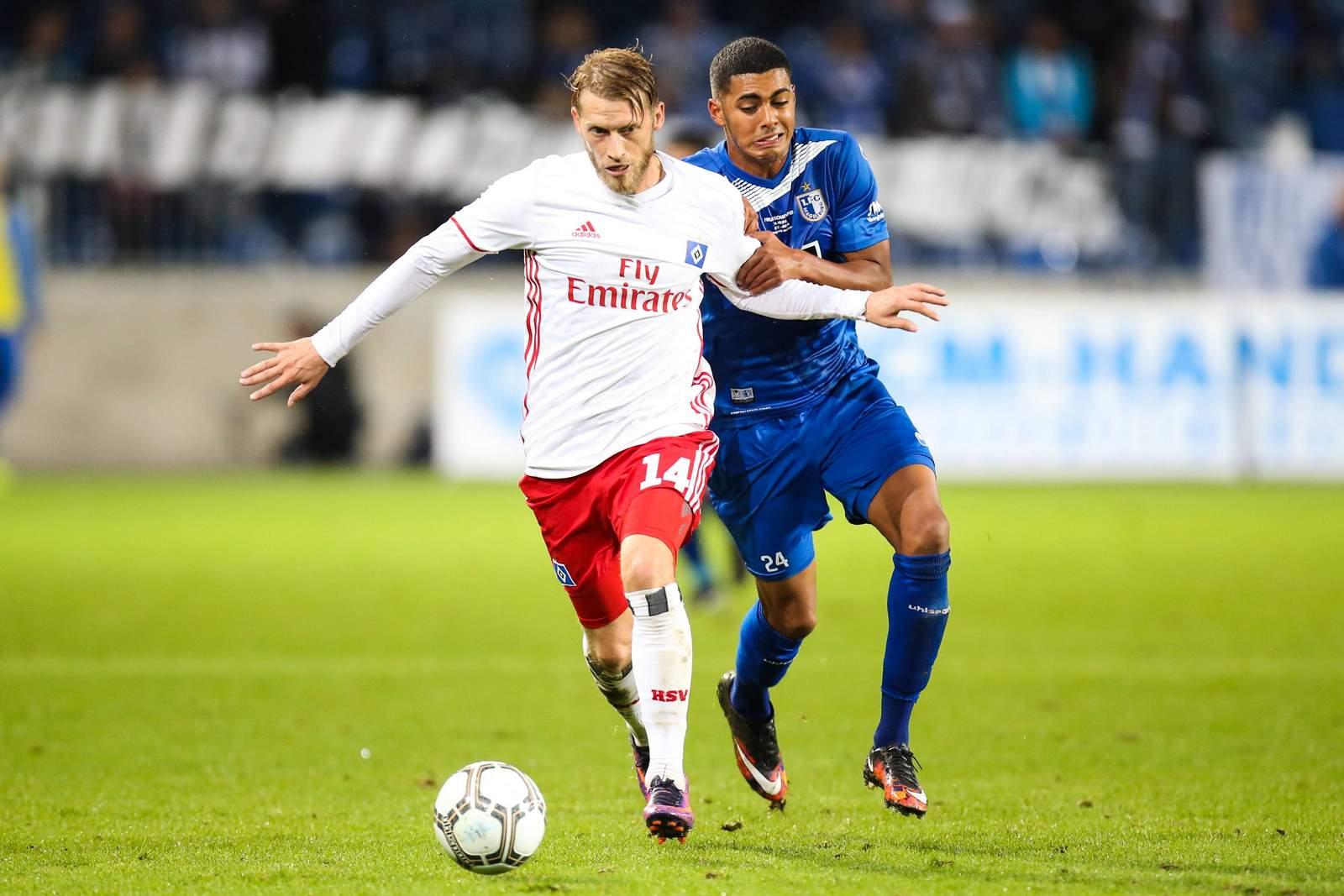 Setzt sich Aaron Hunt gegen Tarek Chahed durch? Jetzt auf Magdeburg gegen den HSV wetten.