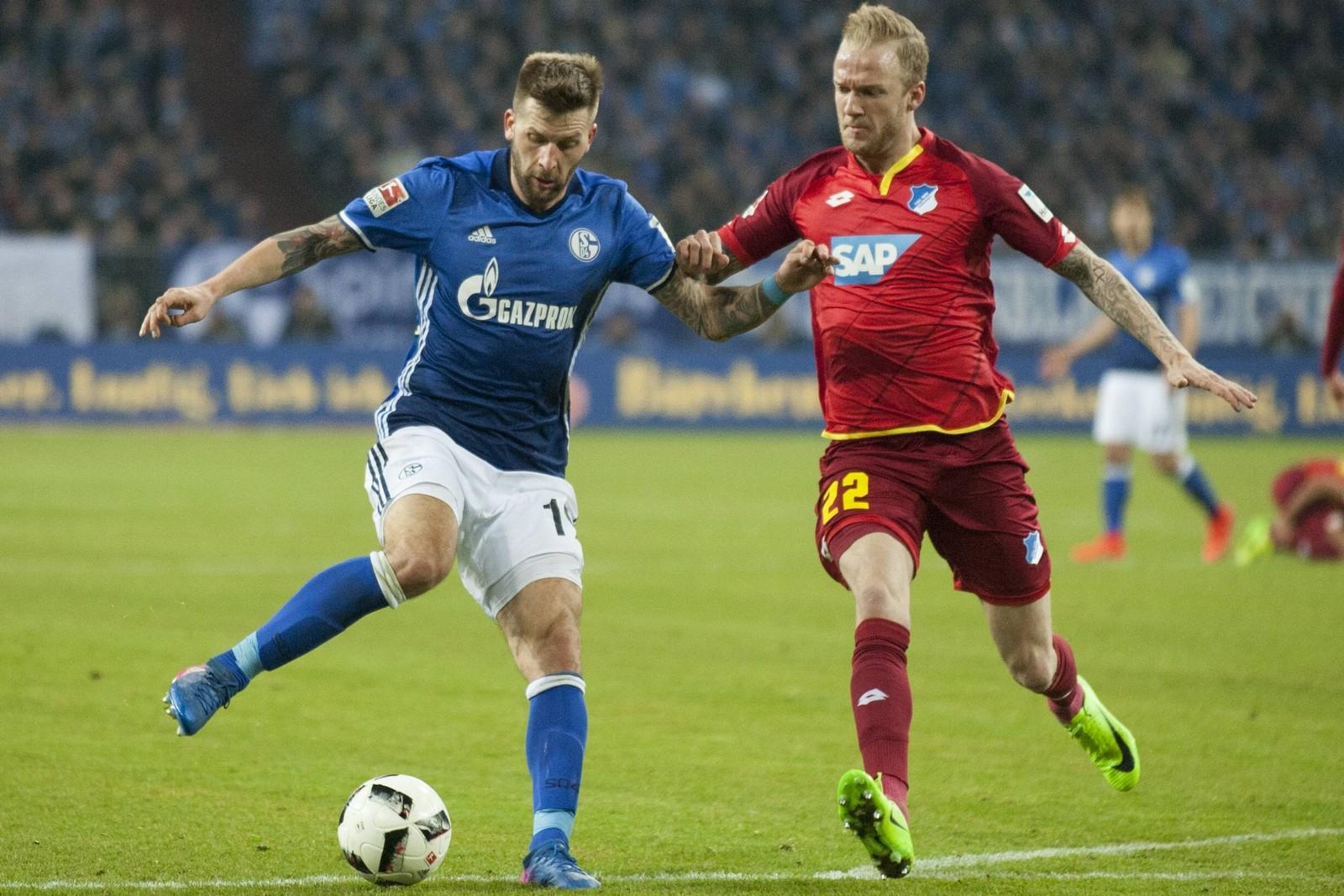 Kann Kevin Vogt den Schalker Stürmer in Schach halten? Jetzt auf Hoffenheim gegen Schalke wetten!