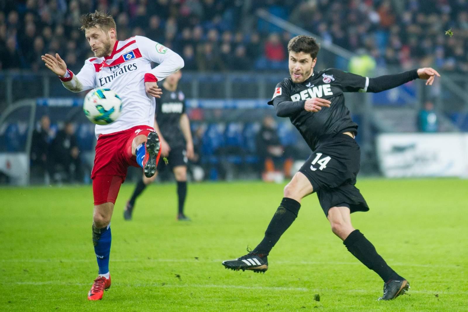 Aaron Hunt vom HSV gegen Jonas Hector vom 1. FC Köln