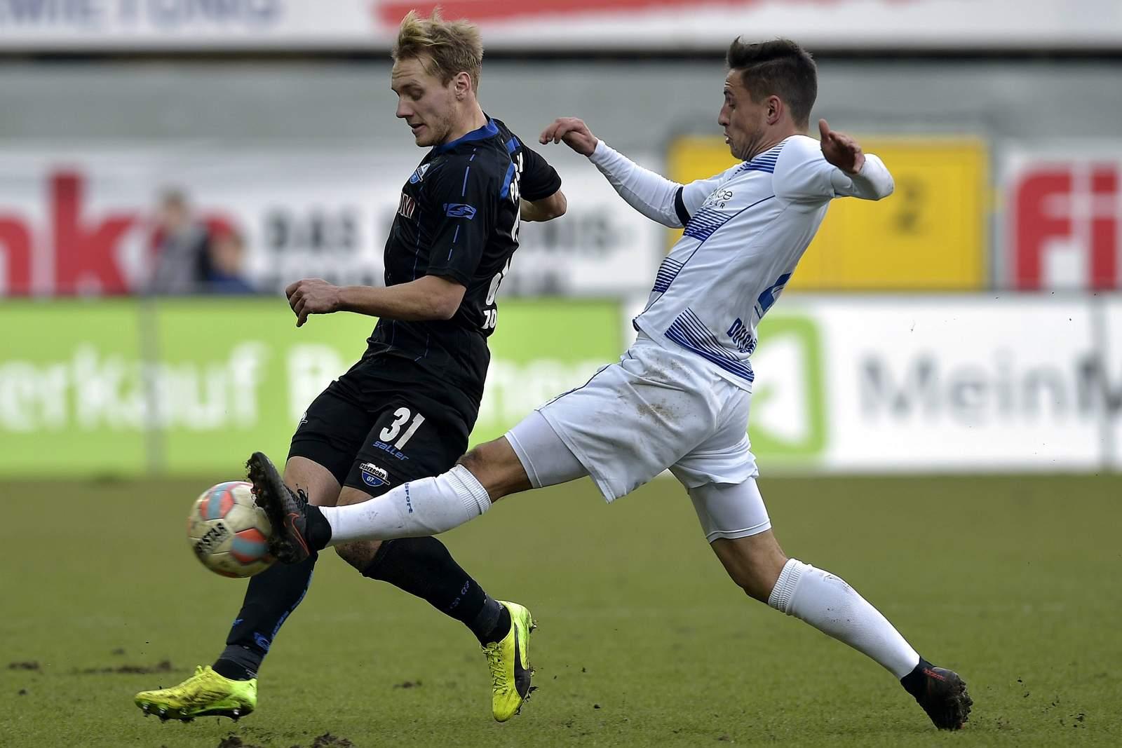 Behauptet sich Fabian Schnellhardt gegen Ben Zolinski? Jetzt auf Duisburg gegen Paderborn wetten.