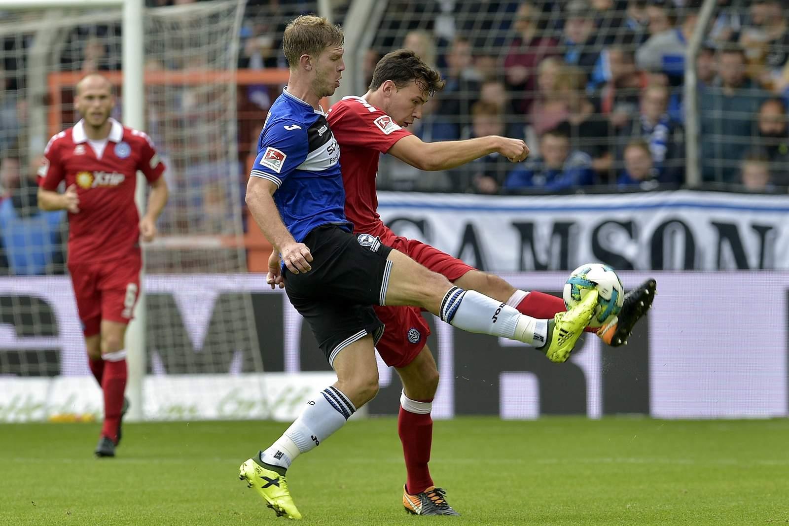 Setzt sich Lukas Fröde gegen Fabian Klos durch? Jetzt auf Bielefeld gegen Duisburg wetten.