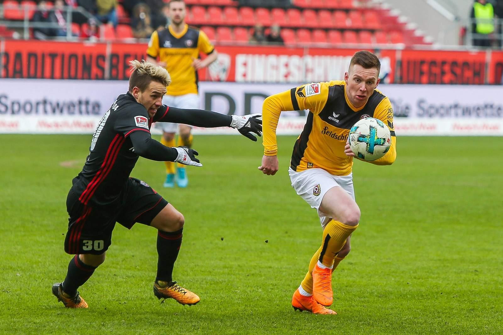 Behauptet Haris Duljevic den Ball im Zweikamof mit Thomas Pledl? Jetzt auf Dresden gegen Ingolstadt wetten.