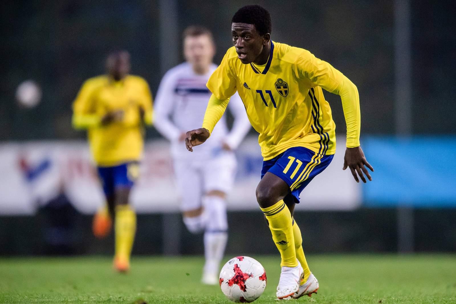 Jack Lahne am Ball für die schwedische U17.