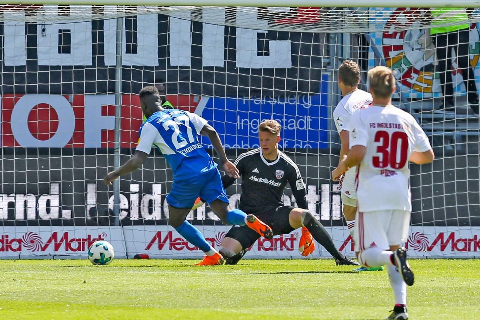 Kann Kingsley Schindler den Ball im Tor unterbringen? Jetzt auf Holstein Kiel gegen FC Ingolstadt wetten.