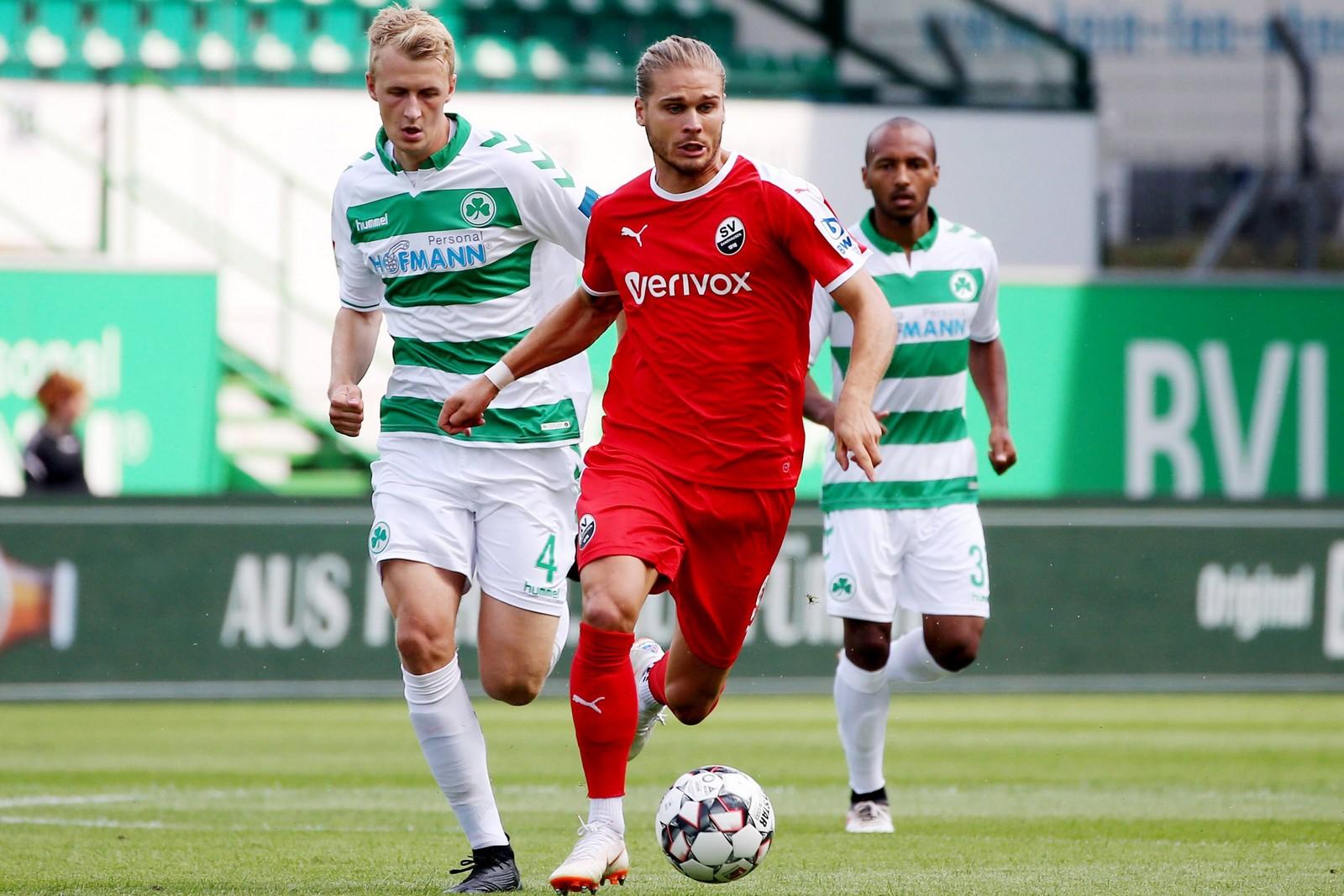 Kann Rurik Gislason auch im Rückspiel Lukas Gugganig davonlaufen? Jetzt auf Sandhausen gegen Fürth wetten!