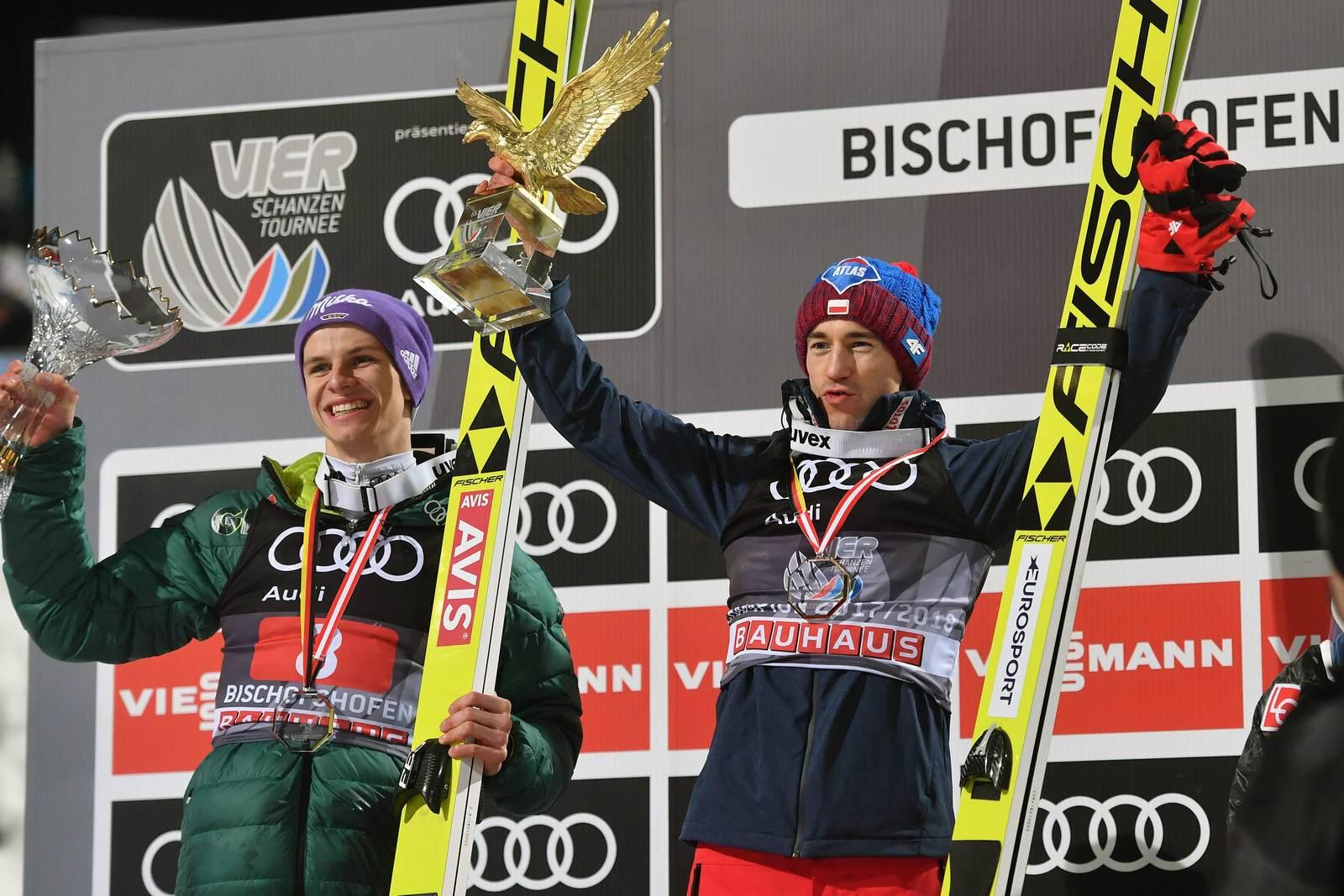 Andreas Wellinger neben Kamil Stoch auf dem Siegerpodest