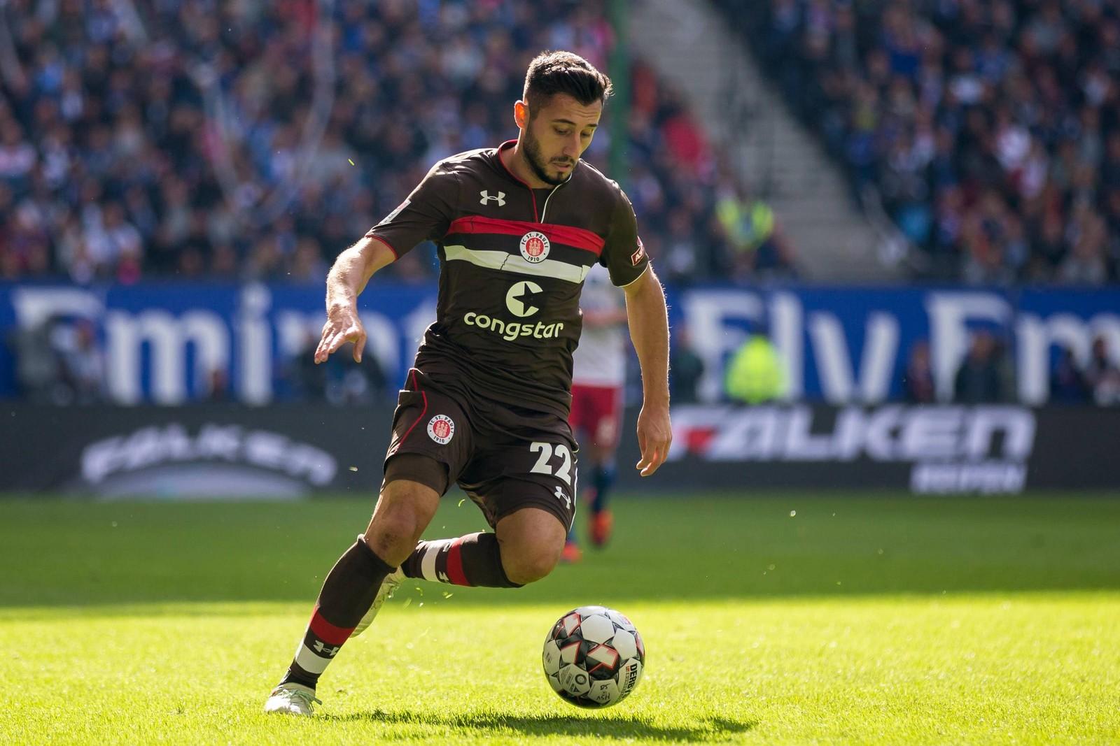 Cenk Sahin am Ball für den FC St Pauli