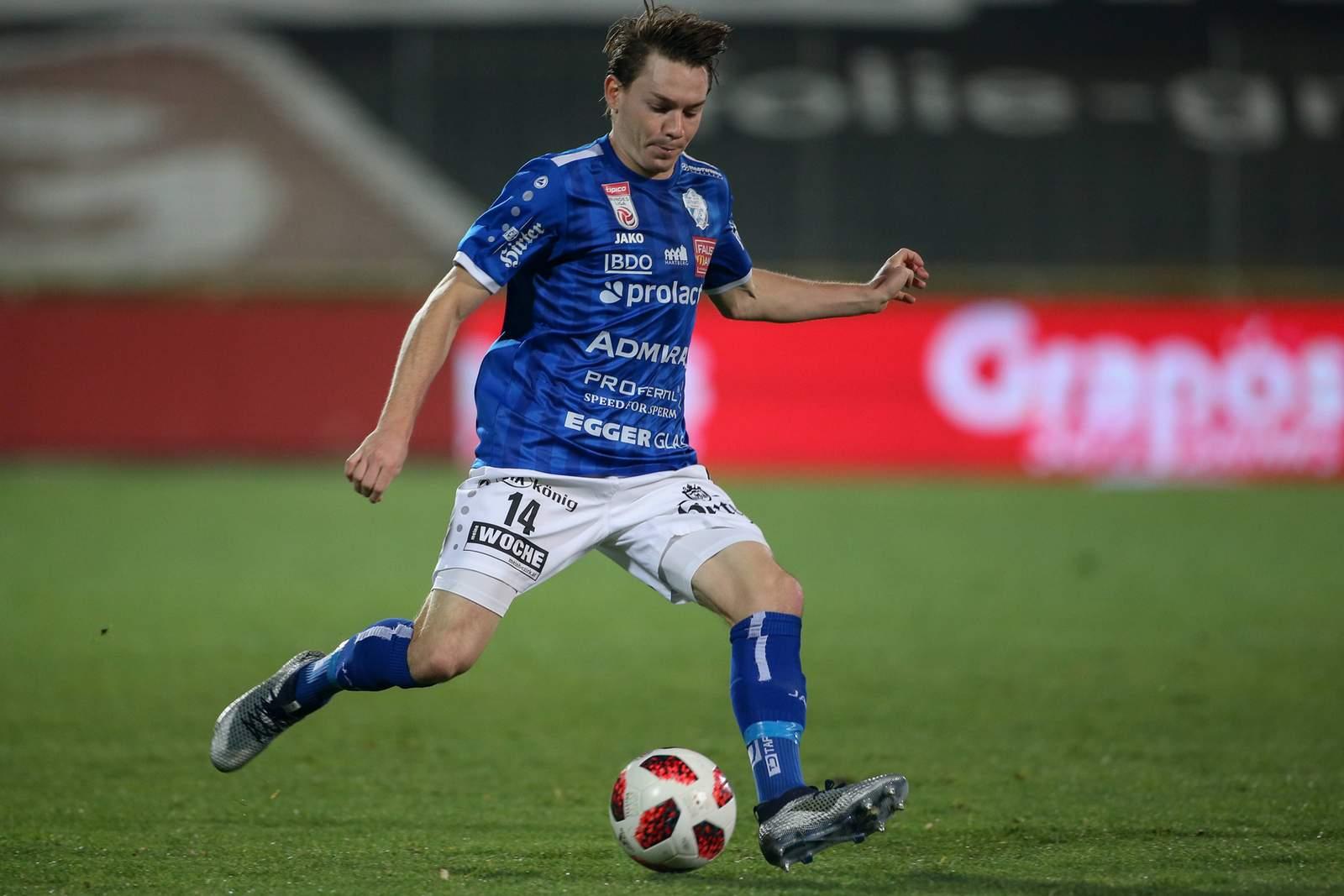 Florian Flecker vom TSV Hartberg am Ball