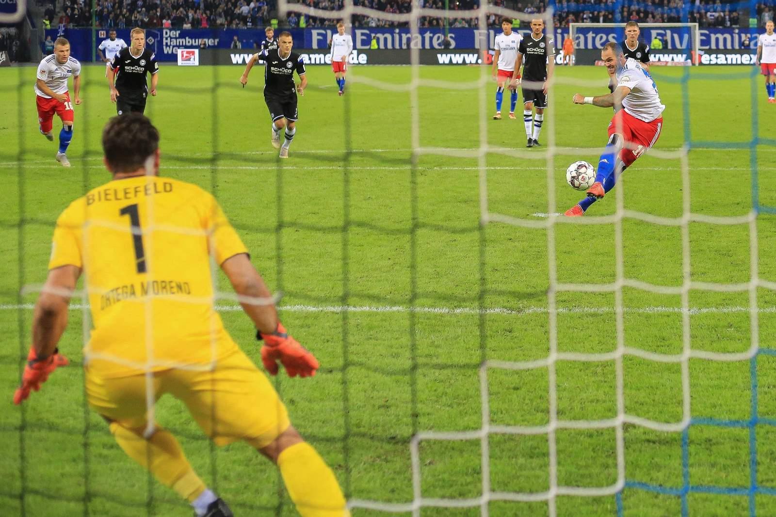 Trifft Lasogga wieder per Elfmeter? Jetzt auf Arminia Bielefeld vs HSV wetten