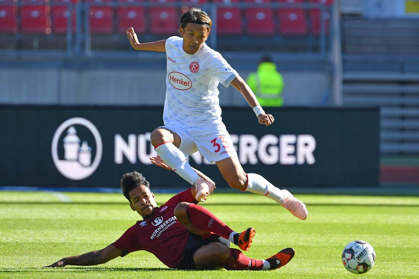 Takashi Usami gegen Matheus Pereira. Jetzt auf Düsseldorf vs Nürnberg wetten