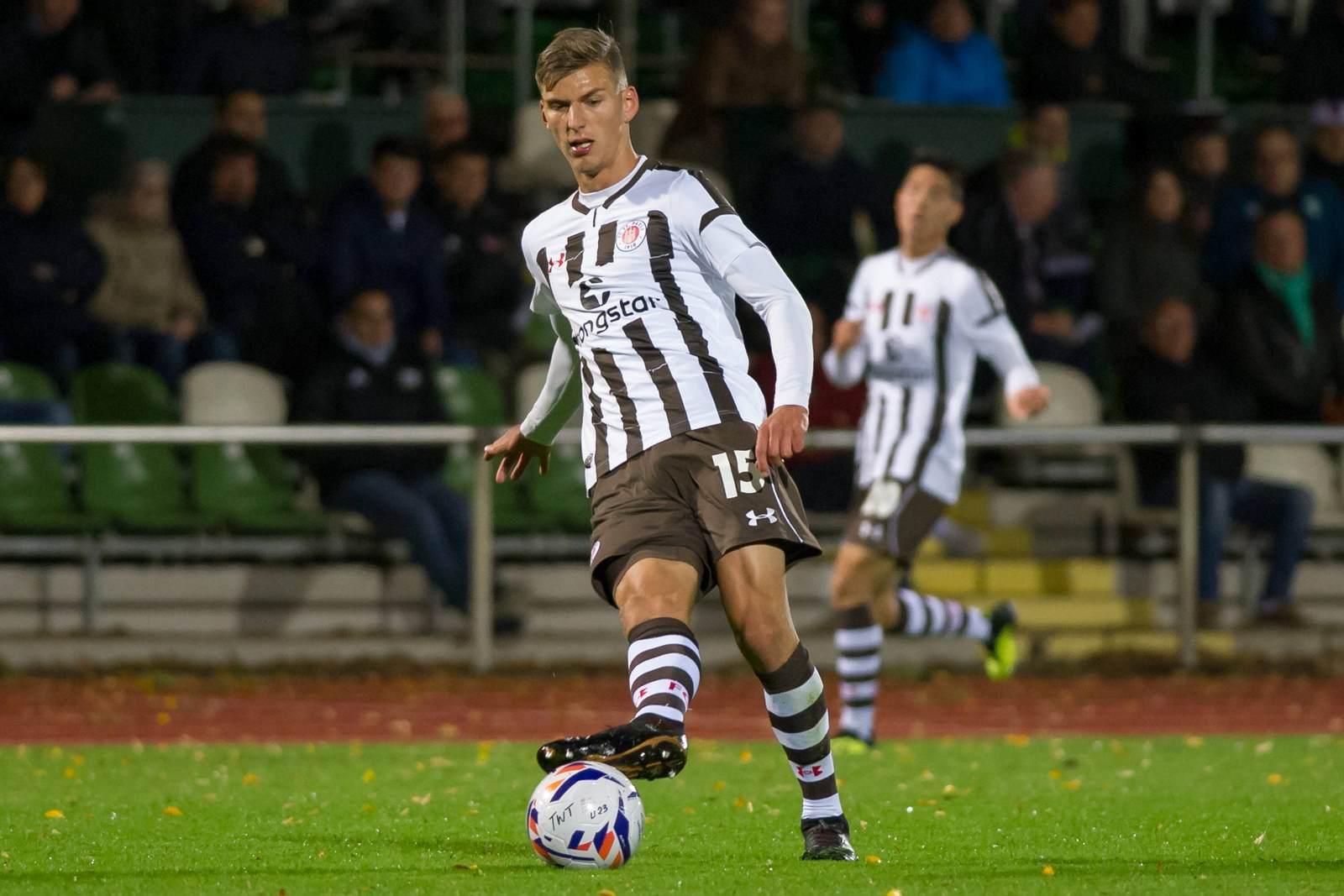 Brian Koglin am Ball für die zweite Mannschaft des FC St. Pauli