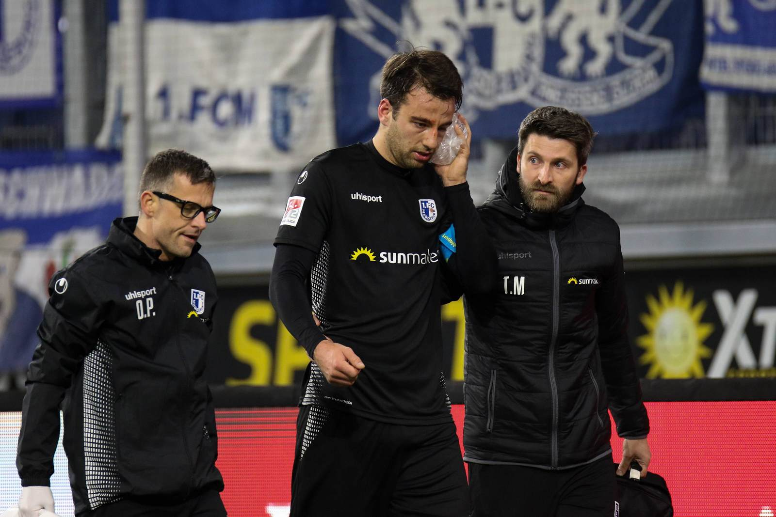 Christian Beck mit den Teamärzten des 1. FC Magdeburg