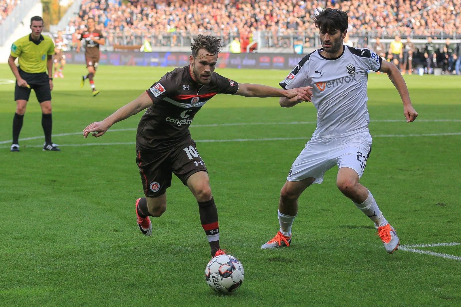 Christopher Buchtmann vom FC St. Pauli gegen Markus Karl vom SV Sandhausen