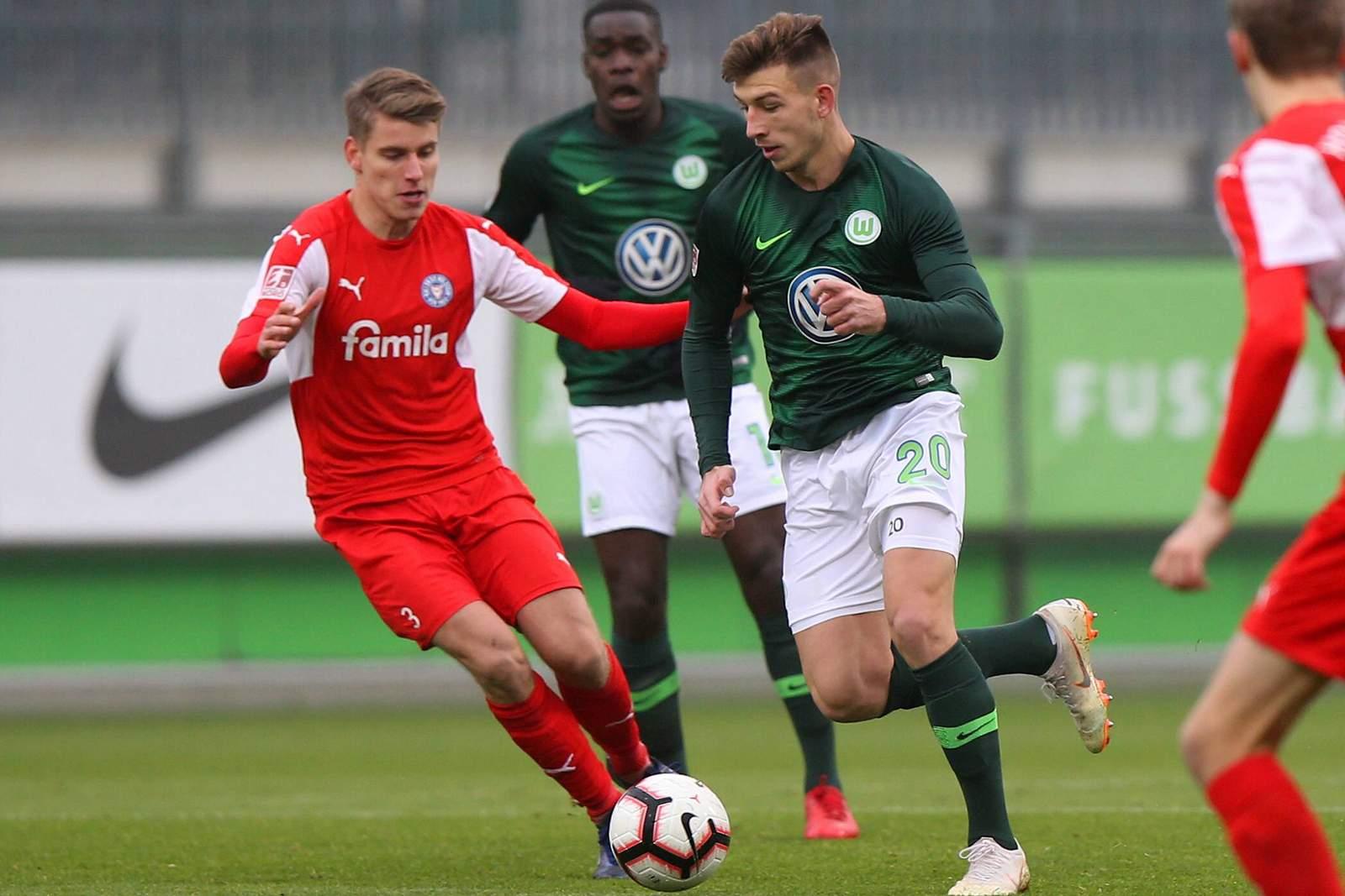 Daniel Hanslik (r.) im Trikot der zweiten Wolfsburger Mannschaft.