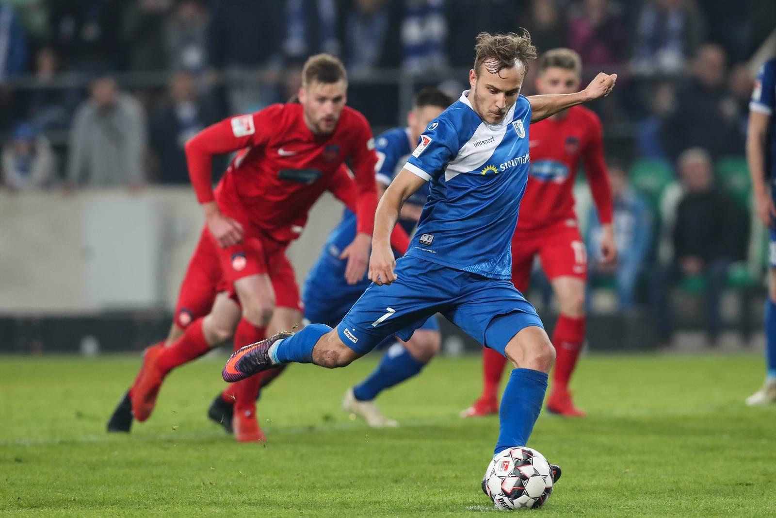 Felix Lohkemper beim Elfmeter gegen Heidenheim