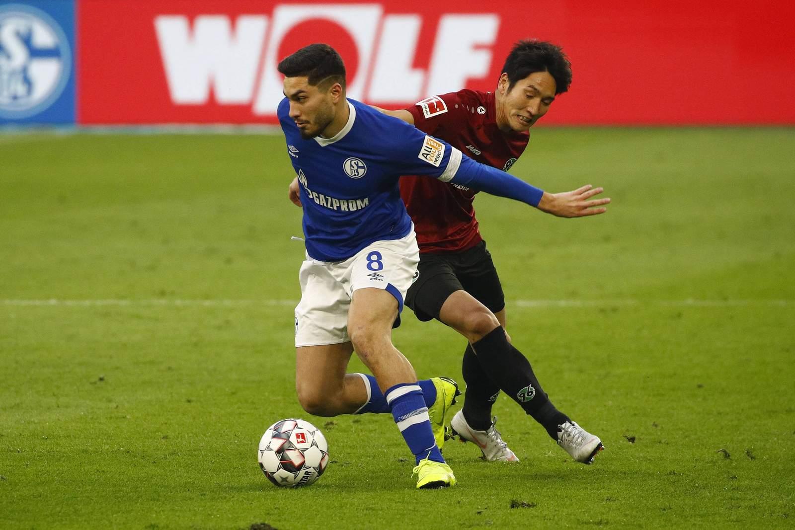 Genki Haraguchi gegen Suat Serdar. Jetzt auf Hannover gegen Schalke wetten