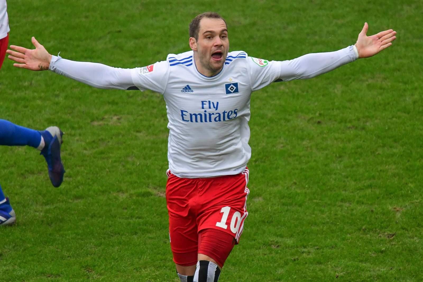 Pierre-Michel Lasogga jubelt im Derby gegen St. Pauli.