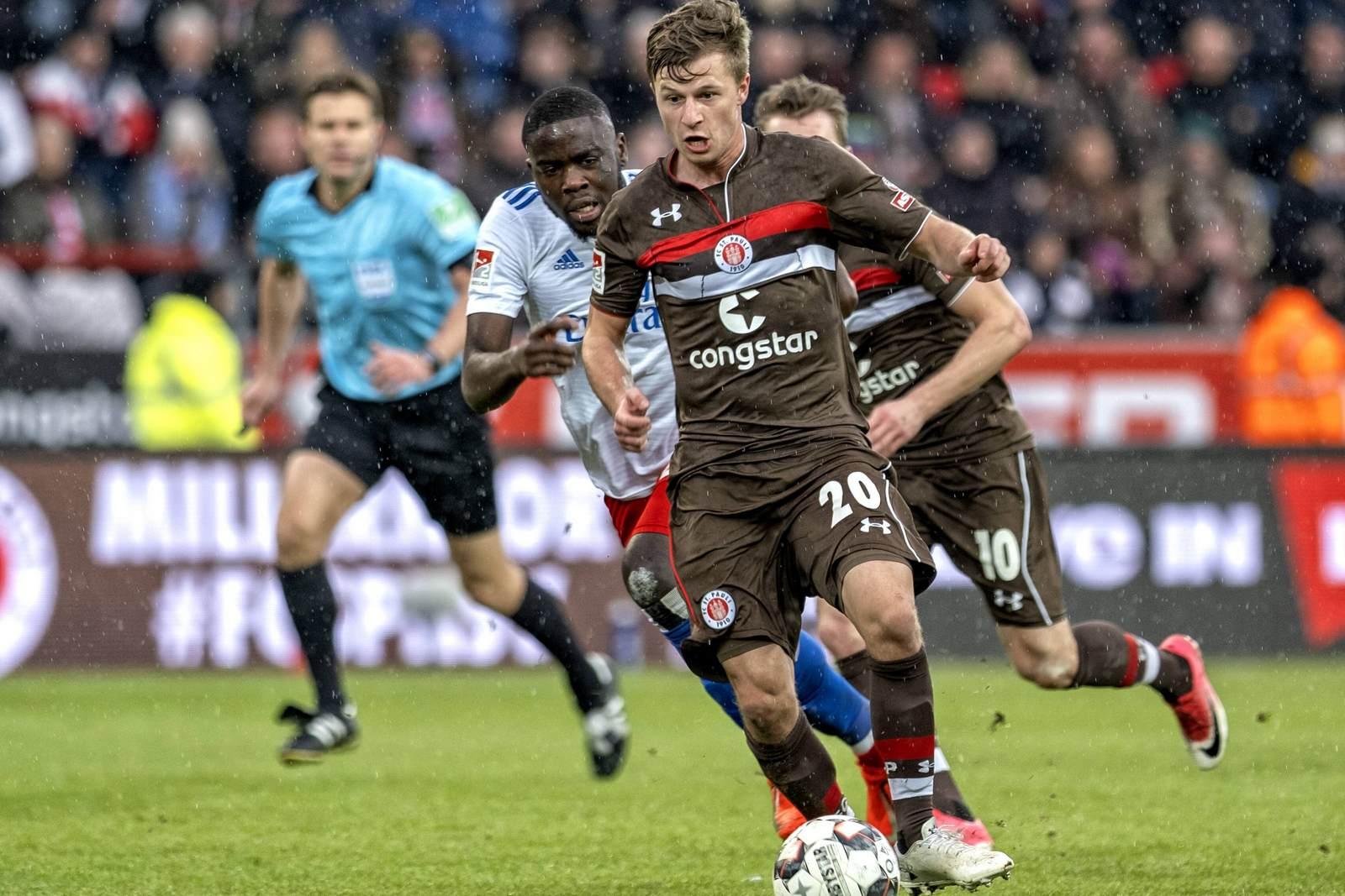 Richard Neudecker am Ball für den FC St. Pauli