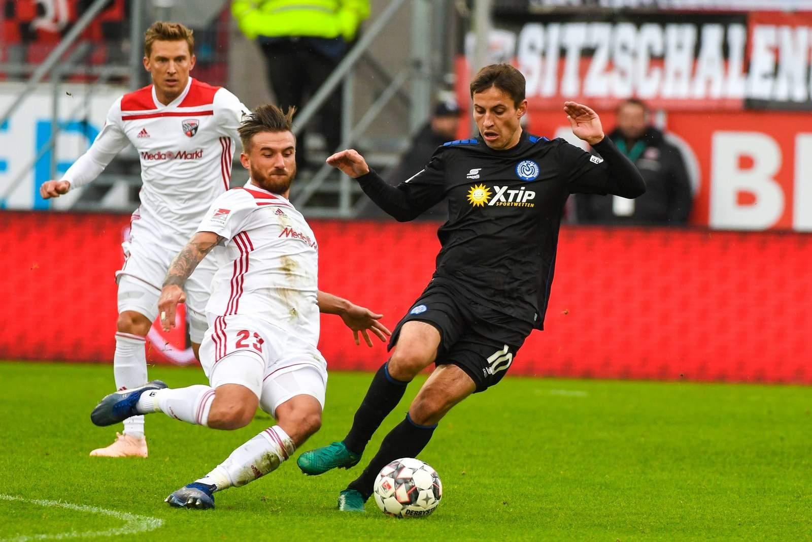Fabian Schnellhardt (r.) gegen Robin Krauße.