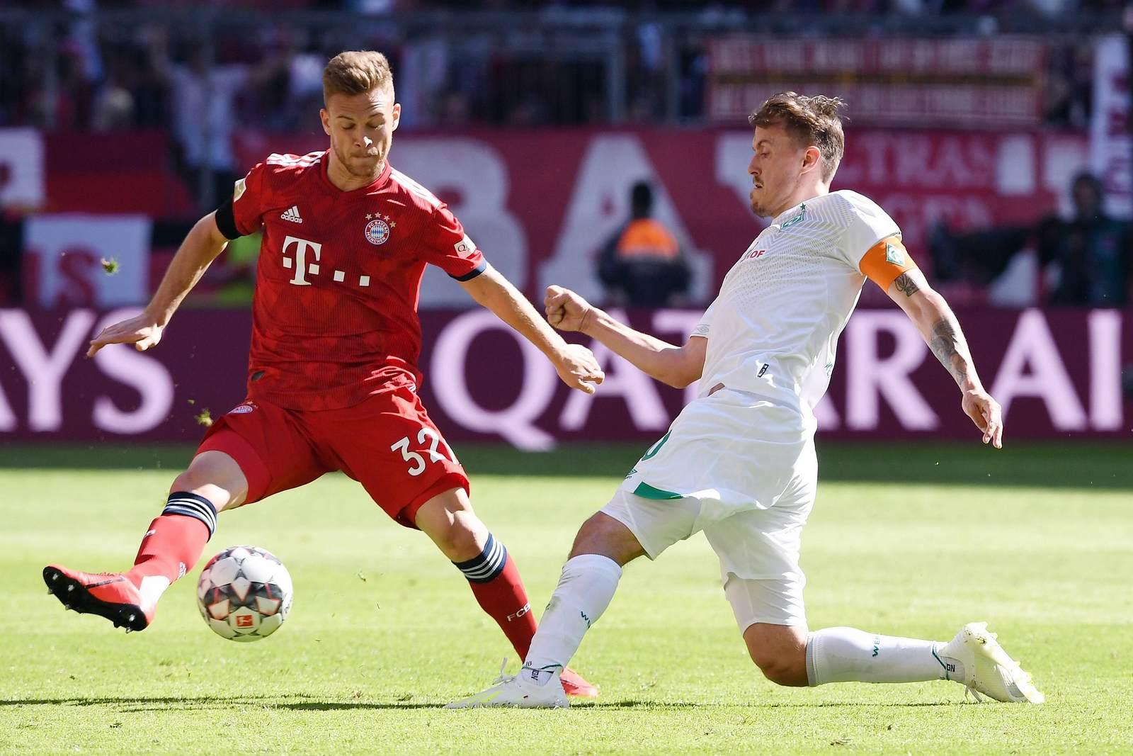 Joshua Kimmich im Zweikampf mit Max Kruse. Jetzt auf Bremen gegen Bayern wetten