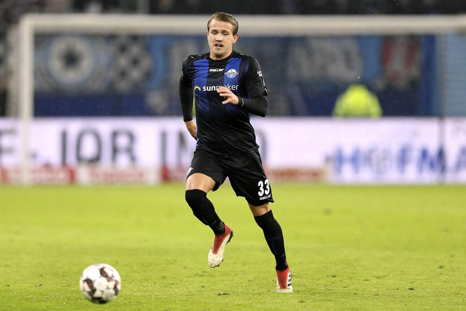 Lukas Boeder am Ball für den SC Paderborn
