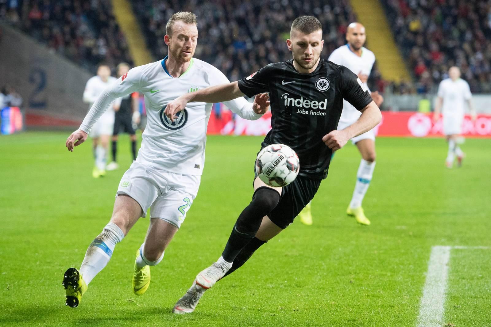 Maximilian Arnold gegen Ante Rebic. Jetzt auf Wolfsburg gegen Frankfurt wetten