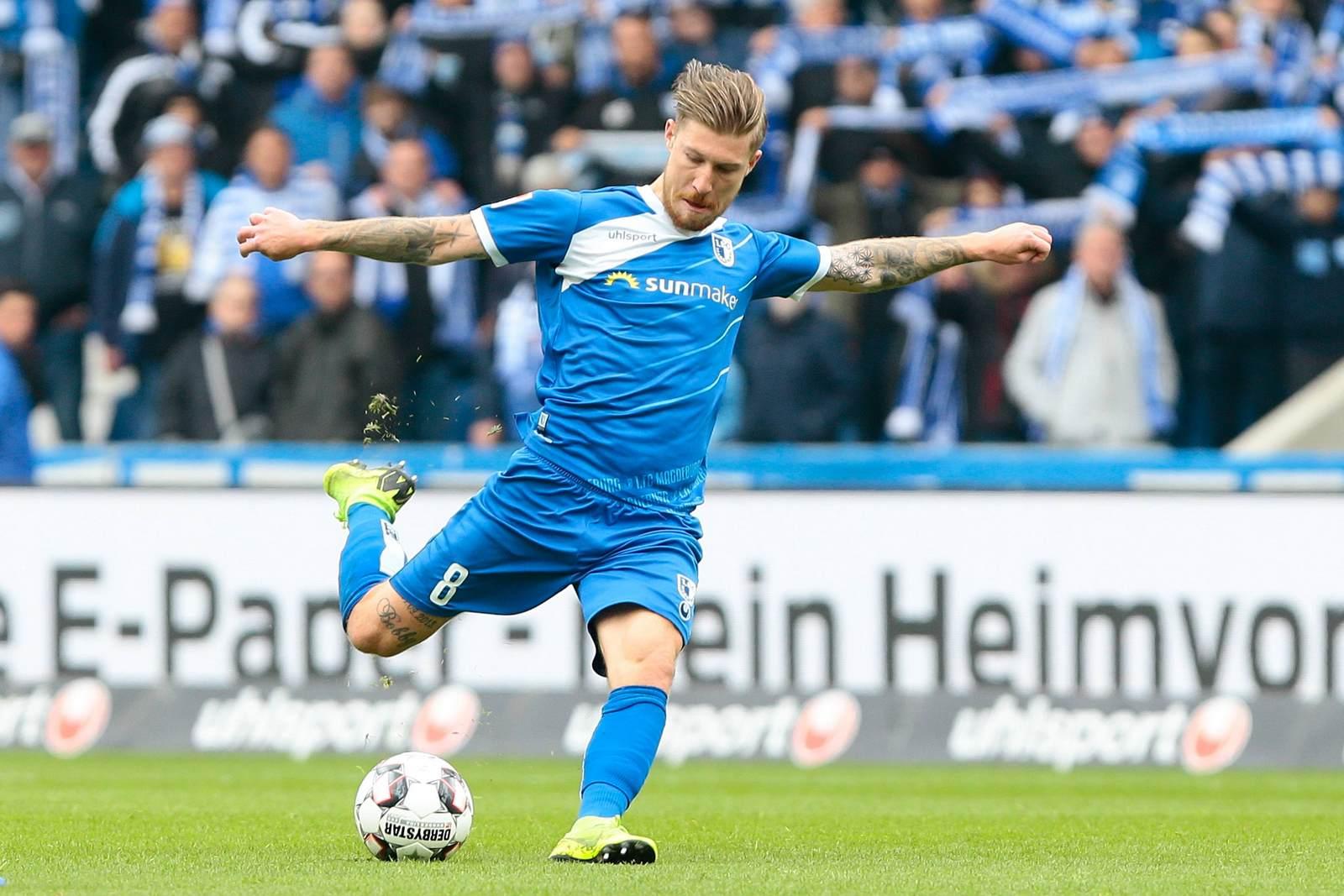 Philip Türpitz vom 1. FC Magdeburg beim Torschuss