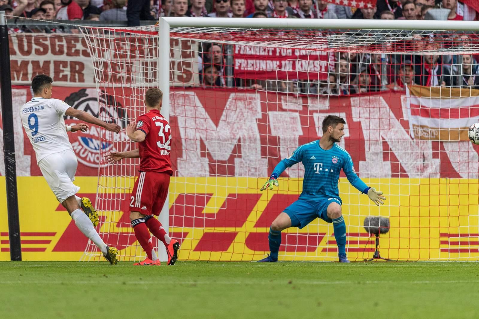 Robert Glatzel erzielt Tor per Kopf bei Spiel Bayern gegen Heidenheim