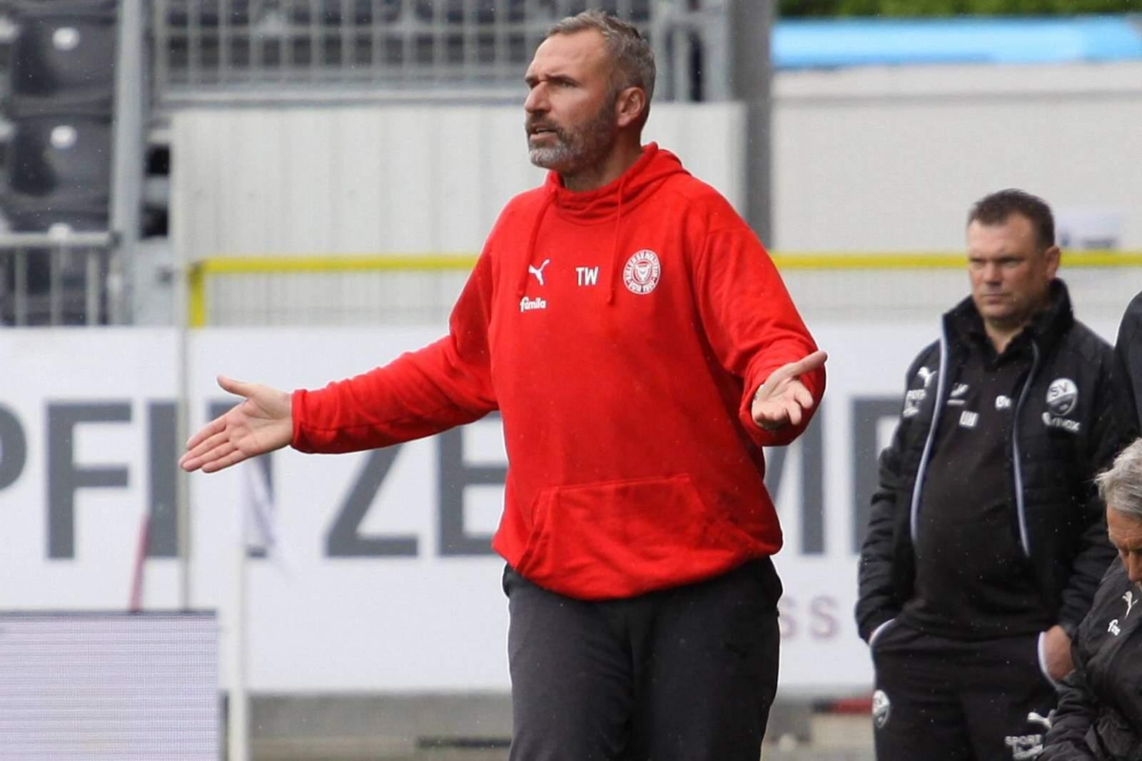 Tim Walter bei Spiel Kiel gegen Sandhausen