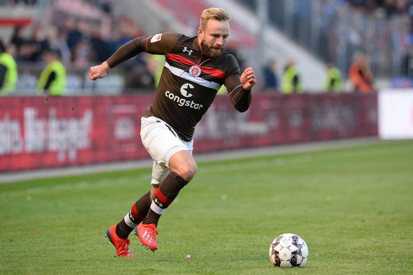 Jan-Marc Schneider am Ball für den FC St. Pauli