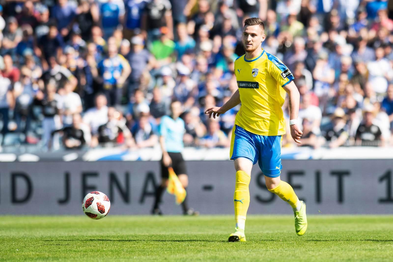 Maximilian Wolfram am Ball für den FC Carl Zeiss Jena