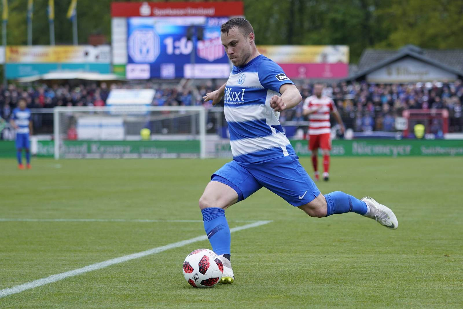 Nico Granatowski am Ball für den SV Meppen