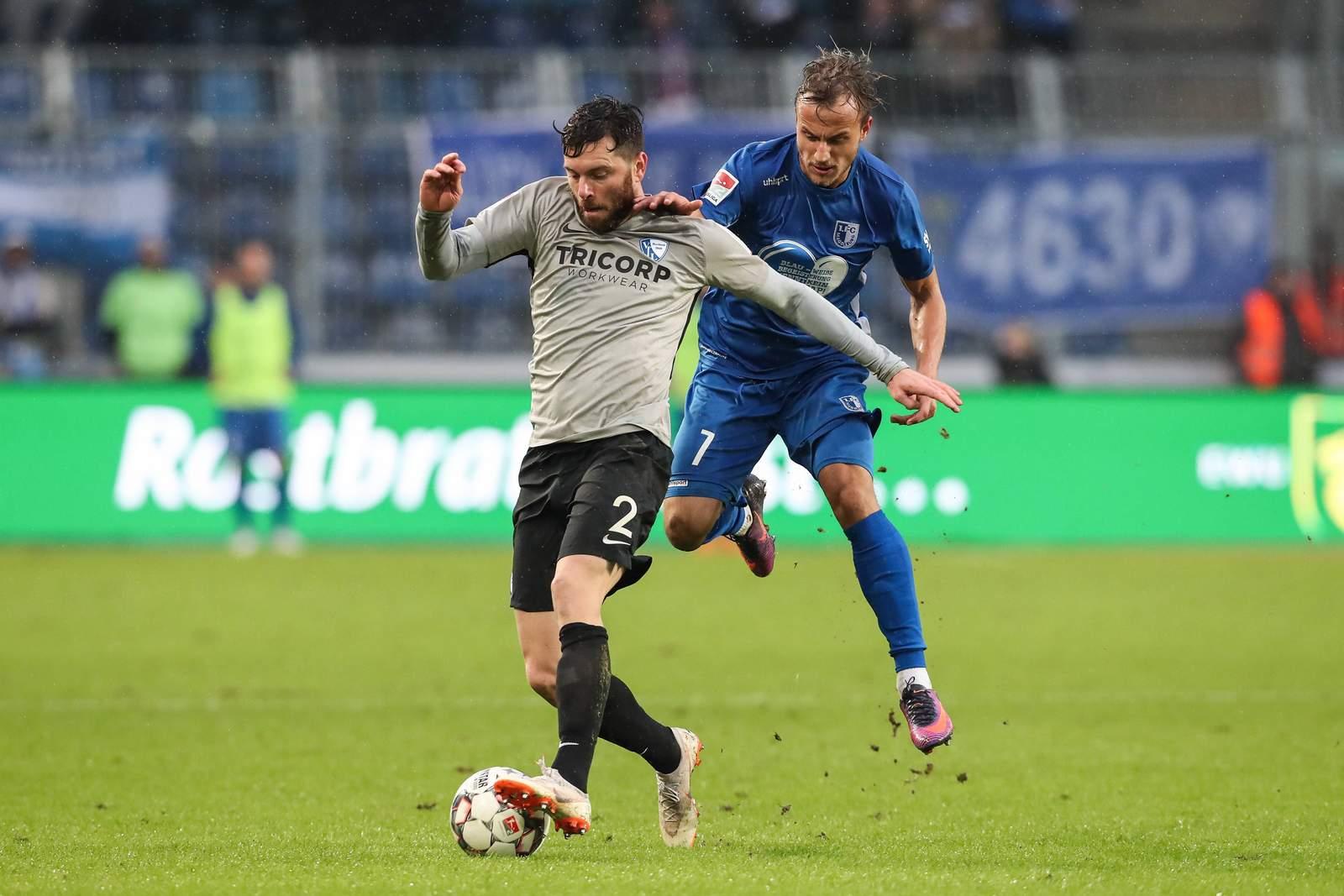 Felix Lohkemper vom 1. FC Magdeburg gegen Tim Hoogland vom VfL Bochum