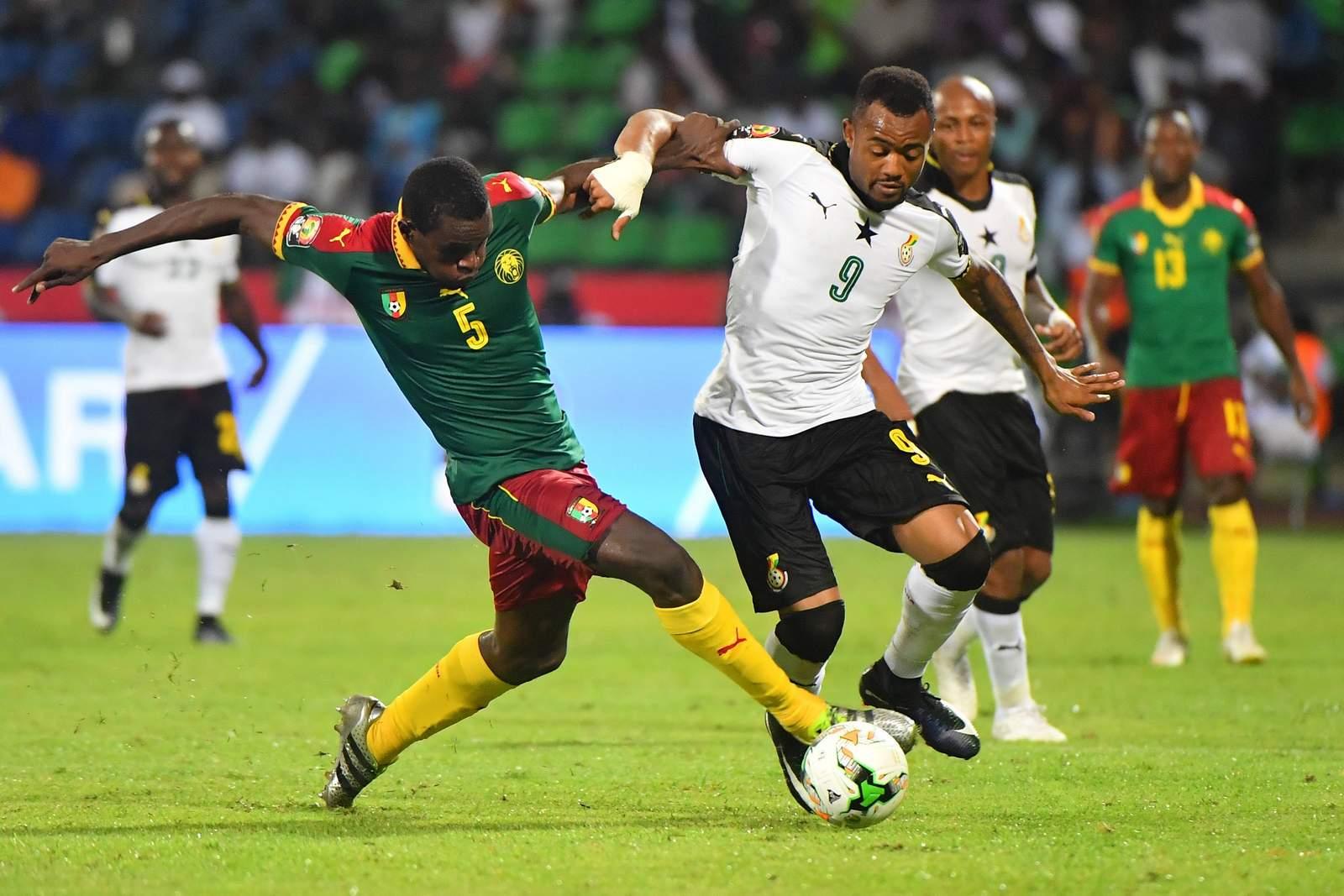 Michel Ngadeu-Ngadjui von Kamerun gegen Jordan Ayew von Ghana