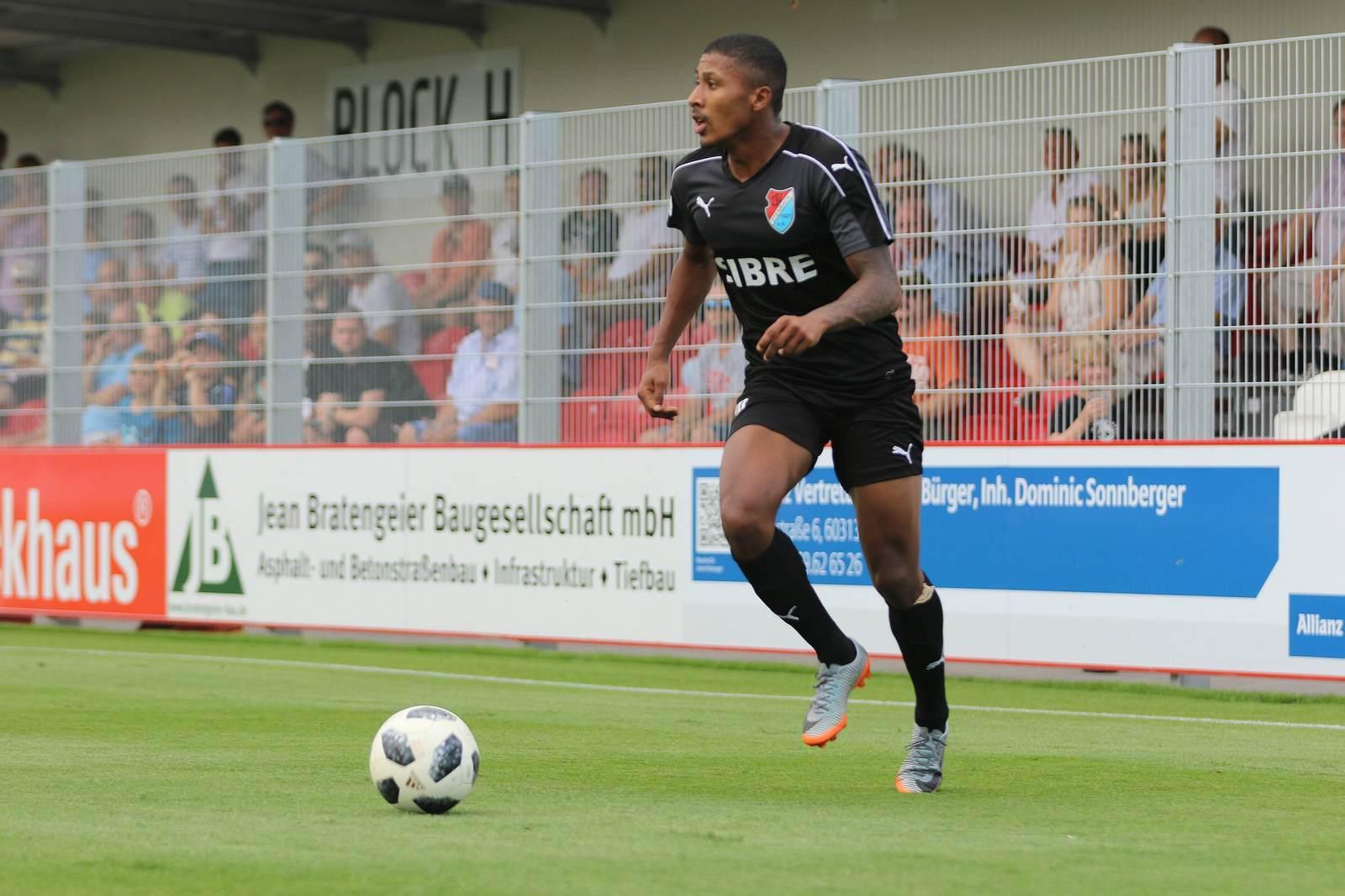 Florian Heister am Ball für den TSV Steinbach