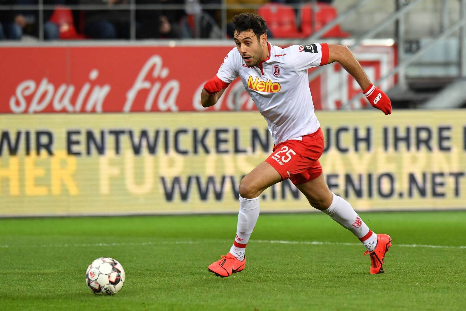 Hamadi Al Ghaddioui stürmt für Regensburg